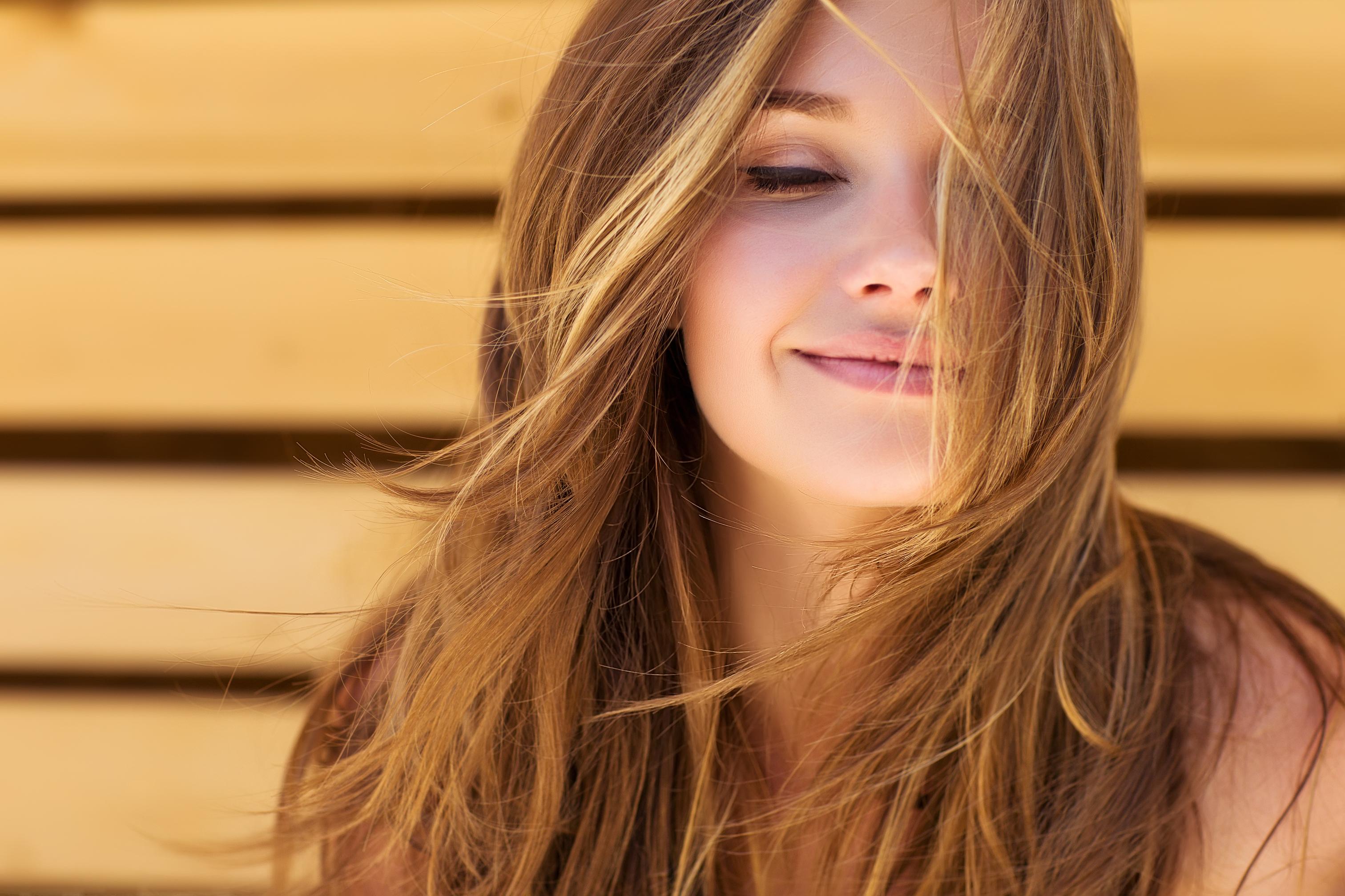 困り顔の女性の特徴・人気の理由を紹介!困り顔の作り方も解説のサムネイル画像